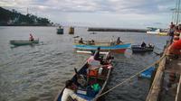 Aktivitas nelayan di pesisir Kota Gorontalo (Foto: Arfandi Ibrahim/Liputan6.com)