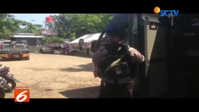 Puluhan personel polisi mulai berdatangan di sekitar Dermaga Wijayakusuma, Cilacap, akses keluar-masuk lapas Nusakambangan.