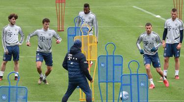 Suasana saat para pemain Bayern Munchen menjalani sesi latihan di Munich, Jerman, Selasa (5/5/2020). Bundesliga direncanakan kembali bergulir setelah otoritas setempat mulai melonggarkan lockdown untuk pencegahan penyebaran COVID-19. (Christof STACHE/AFP)