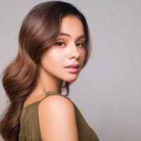 Selain gaya ala tahun 80-an, wanita 27 tahun ini juga terlihat dewasa dan anggun dengan rambut bergelombangnya. terlebih lagi aktris keturunan Arab dan Pakistan ini tetap tampil cantik dengan paduan makeup natural.(Liputan6.com/IG/@sahilahisyam)