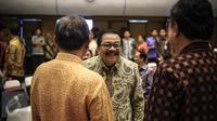 Gubernur Jawa Timur Soekarwo hadir mengikuti rakornas dan dialog terbuka bersama gubernur se-Indonesia di Jakarta, Kamis (24/11). Rakornas ini membahas kerawanan jelang Pilkada Serentak 2017 dan penguatan Tim Saber Pungli. (Liputan6.com/Faizal Fanani)