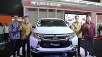 Rifat Sungkar, Product Ambassador Mitsubishi Motors Indonesia; Kyoya Kondo, President Director PT MMKSI; Irwan Kuncoro, Director of Sales & Marketing Division PT MMKSI; Osamu Iwaba, Director of Sales & Marketing Division PT MMKSI.