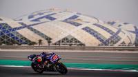 Pembalap Movistar Yamaha, Maverick Vinales saat beraksi pada tes pramusim MotoGP 2018 di Sirkuit Losail. (Twitter/Movistar Yamaha)