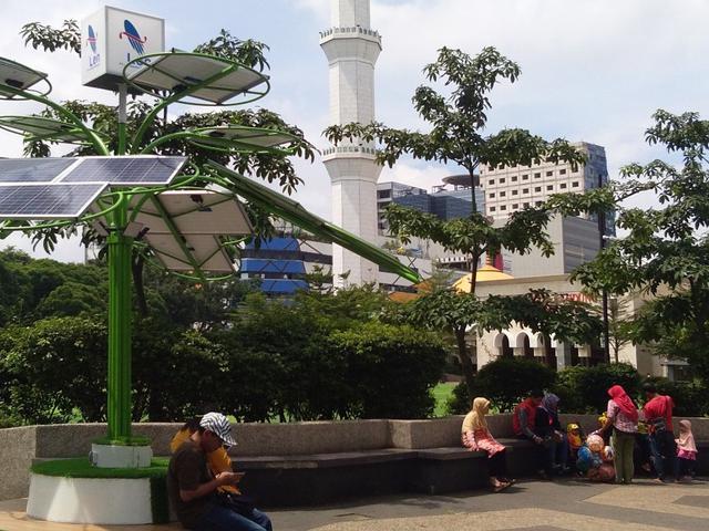 Panel Surya Berbentuk Pohon Kini Hadir Di Bandung Regional Liputan6 Com