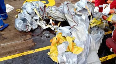 Insiden kecelakaan pesawat Lion Air JT 610 membuat warganet membanjiri linimasa dengan ucapan duka. Tagar #JT610 menjadi trending topic di Indonesia.