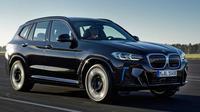 BMW iX3 dibanderol dengan harga Rp 1,1 miliar