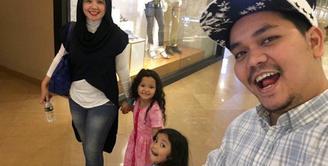 Indra Bekti tengah berbahagia, lantaran hari ini, Kamis (28/12/2017) ia genap berusia 40 tahun. seperti tahun-tahun sebelumnya, Bekti kembali mendapat kejutan dari anak-anak dan istrinya. (Instagram/indrabekti)