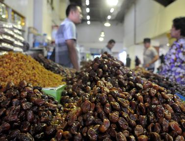 20160610-Ramadan, Pedagang Kurma Panen Rejeki-Jakarta