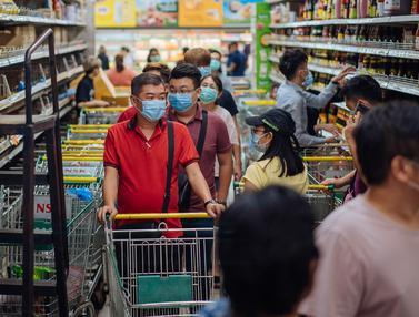 FOTO: Malaysia Lockdown, Warga Serbu Supermarket