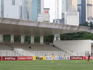 Suasana Stadion Madya Gelora Bung Karno saat laga kualifikasi Grup H Piala AFC 2020 antara PSM Makassar melawan Kaya FC-Iloilo, Jakarta, Selasa (10/3/2020). Pertandingan dilaksanakan tanpa dihadiri penonton sebagai antisipasi penyebaran virus Corona COVID 19. (Liputan6.com/Helmi Fithriansyah)