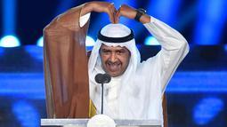 Presiden Dewan Olimpiade Asia (OCA) Sheikh Ahmad Al Fahad Al Sabah memberi sambutan dalam Upacara Penutupan Asian Games 2018 di Stadion Utama GBK, Jakarta, Minggu (2/9). Presiden OCA membuat lambang ungkapan rasa cinta ala Korea. (ADEK BERRY/AFP)