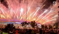 Suasana diluar stadion saat penutupan SEA Games 2017 di Stadion Bukit Jalil, Malaysia, Rabu (30/8). Pesta olahraga negara-negara di Asia Tenggara resmi ditutup dan SEA Games selanjutnya akan digelar di Filipina pada 2019. (Liputan6.com/Faizal Fanani)