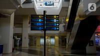 Suasana pelayanan moda transportasi di Terminal Pulogebang, Jakarta, Kamis (7/5/2020). Meski Kementerian Perhubungan telah melonggarkan operasional transportasi umum saat pembatasan sosial berskala besar (PSBB), namun Terminal Pulogebang masih menutup operasionalnya. (merdeka.com/Imam Buhori)