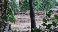 Banjir Bandang melanda Flores Timur, Nusa Tenggara Timur (NTT) pada Minggu (4/4/2021). (Foto: Dokumentasi BNPB)