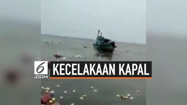 Akibat terhantam ombak yang kencang, sebuah kapal bermuatan sembako terhembas dan tenggelam di laut. Beruntung tidak ada korban jiwa dalam kecelakaan yang terjadi di perairan Juante tersebut.
