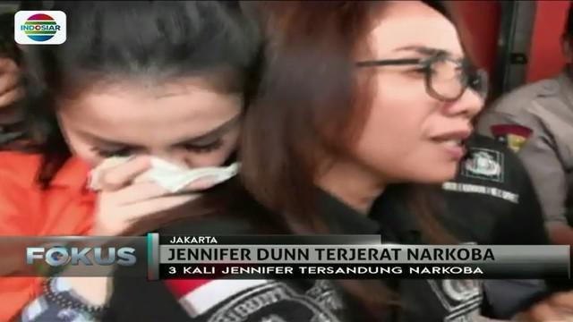 Berbeda dengan sebelumnya, usai jalani tes urin dan rambut, Jennifer Dunn tampak malu-malu bersikap di hadapan media.