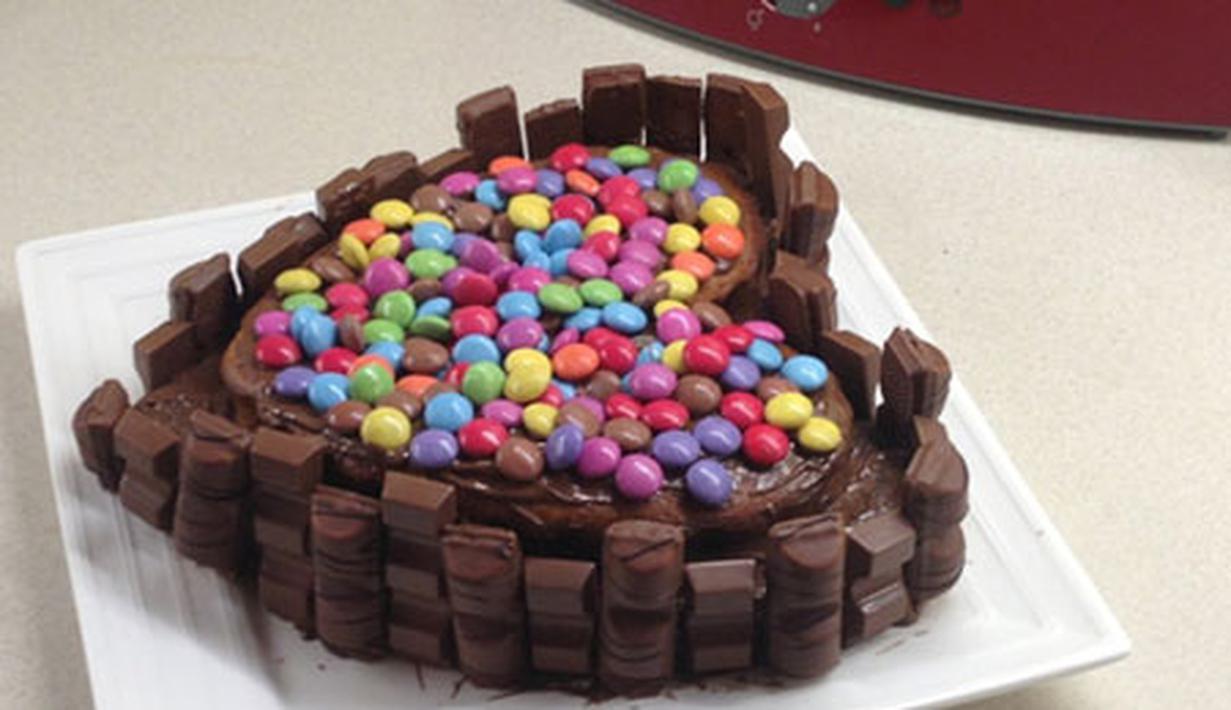 12 Kue Ulang Tahun Berhias Permen Warna Warni Cokelat