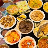 Makanan Indonesia tak hanya memikat lidah masyarakat lokal. Artis luar negeri pun ikut 'kepincut', loh!