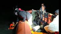 SAR Surabaya menyelamatkan enam anak buah kapal (ABK) KM Riski Laut 01 dan KM Riski Laut 03. (Foto: Dok Istimewa)