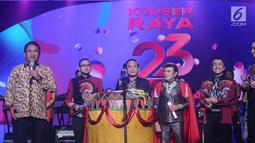 Menkominfo, Rudiantara (kedua kiri) memberi sambutan jelang meresmikan Liga Dangdut Indonesia pada Konser Raya 23 Tahun Indosiar di Jakarta Convention Centre, Kamis (11/1). (Liputan6.com/Helmi Fithriansyah)