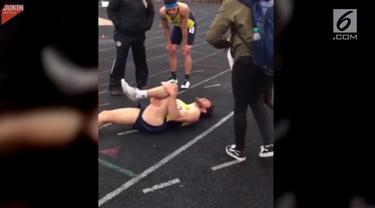 Seorang atlet maraton pura-pura cedera untuk menarik perhatian sesaat sebelum ia melamar pacarnya.