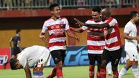 Duel Madura United vs Persela di Stadion Gelora Ratu Pamelingan, Pamekasan, Sabtu (8/12/2018). (Bola.com/Aditya Wany)
