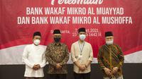 Ketua Dewan Komisioner OJK Wimboh Santoso meresmikan langsung mulai beroperasinya BWM Al Muayyad dan BWM Al Mushoffa. Peresmian disaksikan Walikota Solo Gibran Rakabuming Raka di Kantor OJK Solo, Minggu (7/3/2021). Dok OJK