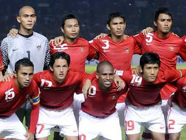 Pose Timnas Indonesia sebelum kontra Laos pada laga Grup A Piala AFF 2010 di Stadion Gelora Bung Karno Senayan, Jakarta, 4 Desember 2010. FOTO ANTARA/Andika Wahyu