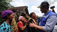 Ibu-ibu korban banjir bandang Lebak Banten menaruh harapan kepada pemerintah daerah agar segera mengirimkan bantuan kepada para korban terdampak. (Liputan6.com/ Yandhi Deslatama)