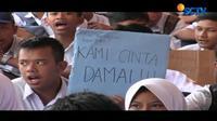 Siswa baru SMK Negeri 2 Garut, Jawa Barat, menggelar aksi keprihatinan atas maraknya aksi bullying di dunia pendidikan.