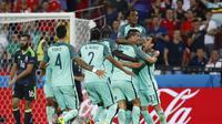 Para pemain Portugal rayakan gol Cristiano Ronaldo ke gawang Wales (Reuters)