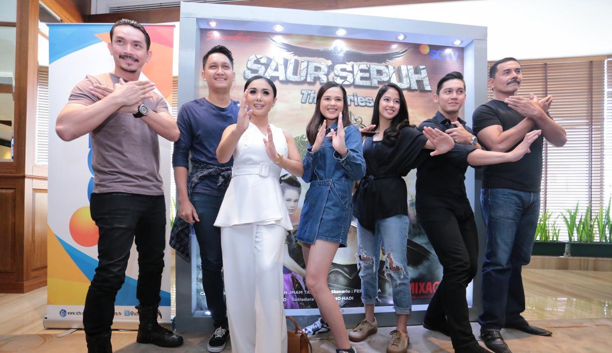 Rumah produksi Sinemart mengangkat cerita yang sempat populer beberapa tahun lalu Saur Sepuh. Sinetron ini diadaptasi dari sandiwara radio berjudul sama yang populer para era 80-an.  (Adrian Putra/Bintang.com)