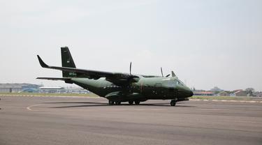 Pesawat CN235-220 buatan PT Dirgantara Indonesia (DI) diberangkatkan ke Kathmandu, Nepal pada Rabu (30/10/2019) (Liputan6.com/Kemlu RI)