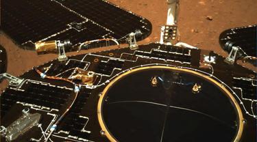 Foto dari Mars kiriman rover Zhurong milik China.