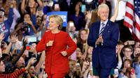 Hillary Clinton dan Bill Clinton (AP Photo)