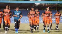 Wajah-wajah baru menghiasi Persiraja pada latihan perdana di Stadion H. Dimurthala, Banda Aceh, Selasa (25/5). (Bola.com/Gatot Susetyo)