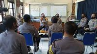Kapolda Jatim Irjen Pol Mohammad Fadil Imran meninjau Polsek Kenjeran dan Polsek Pabean Cantikan, Surabaya, Jawa Timur, pada Selasa, 14 Juli 2020. (Foto: Liputan6.com/Dian Kurniawan)
