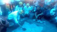 Menteri Perhubungan (Menhub) Budi Karya Sumadi menggalang donasi pasca bencana gempa bumi dan tsunami di Palu, Sulawesi Tengah. (Liputan6.com/Maulandy Rizki Bayu Kencana).