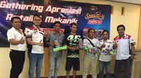 Pemberian bantuan dilakukan bersamaan dengan gathering apresiasi retail dan mekanik untuk area Lombok.