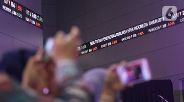 Layar pergerakan saham terlihat di BEI, Jakarta, Senin (30/12/2019). Pada penutupan IHSG 2019 ditutup melemah cukup signifikan 29,78 (0,47%) ke posisi 6.194.50. (Liputan6.com/Angga Yuniar)