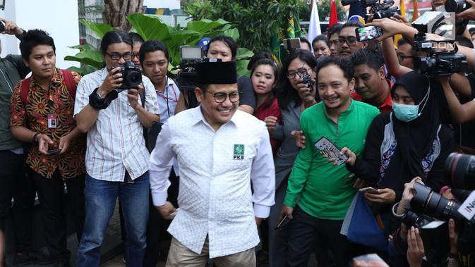 Ketua Partai Kebangkita Bangsa, Muhaimin Iskandar jelang pertemuan dengan Presiden Joko Widodo di Jakarta, Kamis (9/8). Pertemuan membahas koalisi jelang pendaftaran bakal Capres/Cawapres Pilpres 2019. (Liputan6.com/Helmi Fithriansyah)#source%3Dgooglier%2Ecom#https%3A%2F%2Fgooglier%2Ecom%2Fpage%2F%2F10000