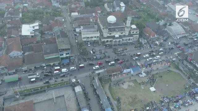 Arus mudik pada h-4 di kawasan Sumedang, semakin diramaikan oleh pemudik, dengan tujuan Majalengka, Cirebon dan Jawa Tengah. Sampai saat ini, kendaraan pemudik masih didominasi oleh roda empat.