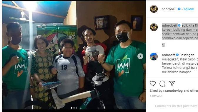 Bocah Korban Perundungan Terima Hadiah Sepeda (Foto: Akun Instagram @ndorobeii)