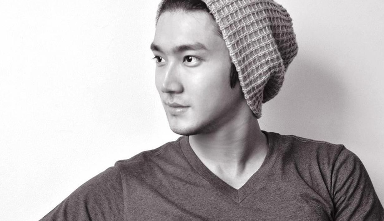 Di balik wajahnya yang tampan ternyata Siwon merupakan orang taat. Bahkan ia ingin menjadi misionaris saat kariernya di dunia hiburan berakhir. (Foto: Allkpop.com)