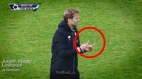 Video highlights selebrasi gol Liverpool saat melawan Norwich membuat kaca mata Jurgen Klopp rusak oleh anak didiknya.