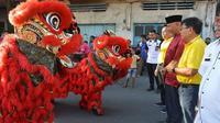 Pasar Malam Sincia 2571 yang digelar di Kota Padang, Sumatera Barat, mulai 8 hingga 12 Januari 2020 menjadi atraksi wisata yang paling ditunggu jelang Imlek. (Liputan6.com/ Novia Harlina)
