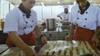 Bukan berfokus mengajarkan makan Barat, namun di dua SMK di Kudus, Jawa Tengah ini mengajarkan masakan tradisional berkualitas.