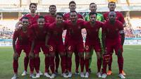 Para pemain Timnas Indonesia foto bersama sebelum melawan Mauritius pada laga uji coba di Stadion Wibawa Mukti, Jawa Barat, Selasa (11/9/2018). Indonesia menang 1-0 atas Mauritius. (Bola.com/Vitalis Trisna)