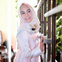 """""""Sebenarnya aku sudah masuk batas kuliah akhir. Kalau tahun ini aku nggak lulus, aku di-DO. Jadi mau nggak mau harus menyelesaikan tugas akhir,"""" ujar Annisa Rahma di kawasan Senopati, Jakarta Selatan, Kamis (18/5/2017). (Adrian Putra/Bintang.com)"""