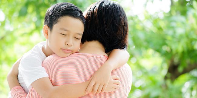 Pelukan baik untuk kesehatan mental anak./Copyright shutterstock.com